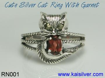 garnet ring, silver cat ring with garnet gemstone