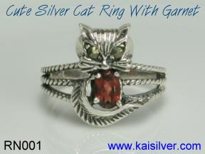 birth stone ring, cat ring with red garnet